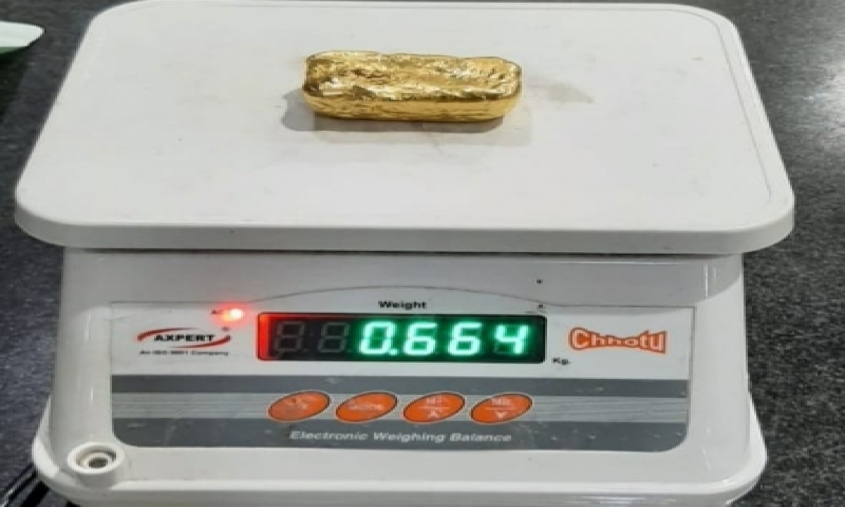 2 Held At Mangaluru Airport, Gold Worth Rs 1.3 Cr Recovered-TeluguStop.com