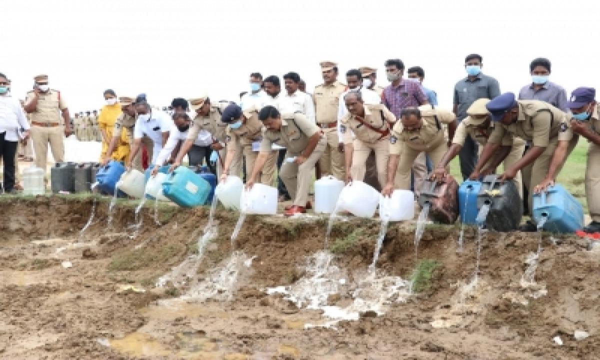 20K Litres Arrack Worth Rs 50L Destroyed In Andhra Pradesh-Crime News English-Telugu Tollywood Photo Image-TeluguStop.com