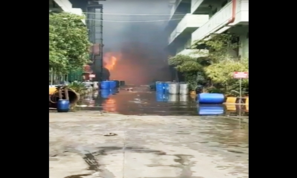 3 Injured In Fire At Chemical Unit In Hyderabad-TeluguStop.com