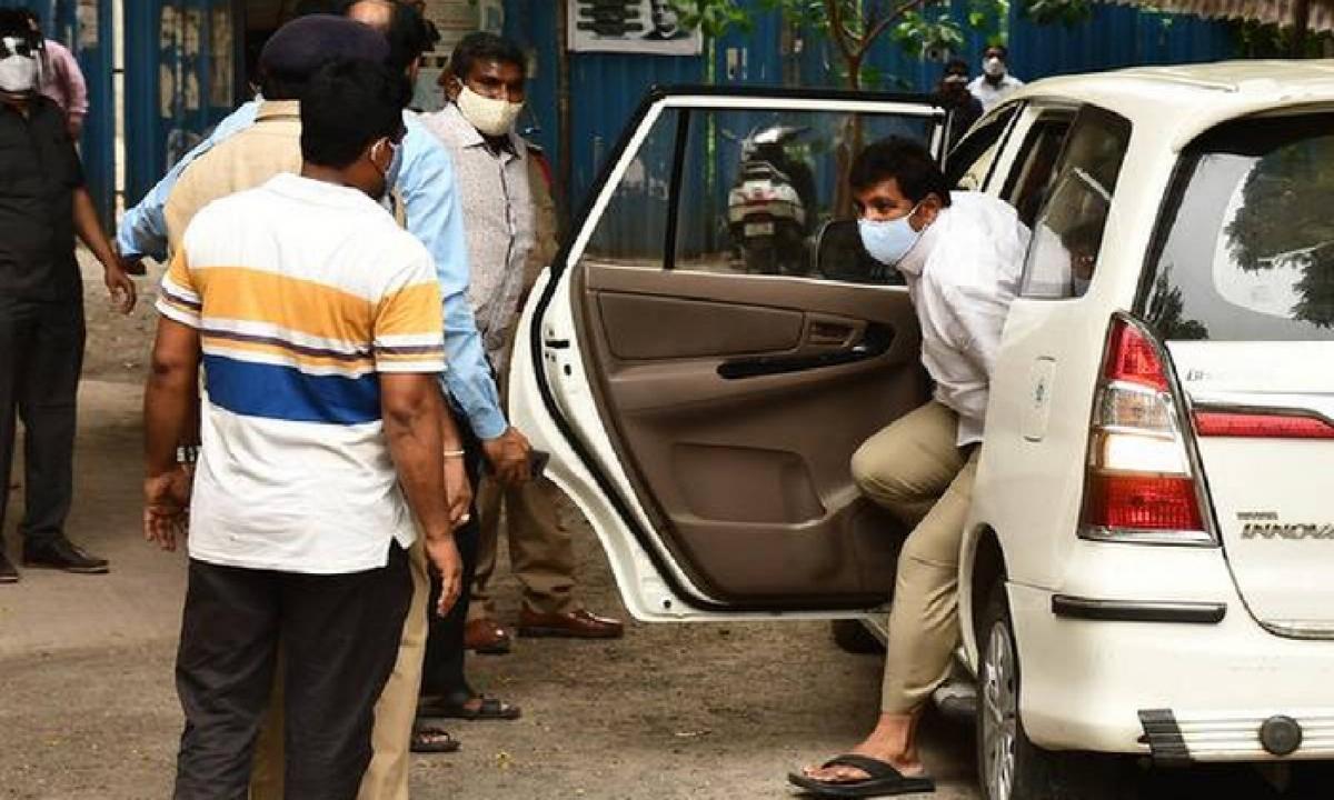 ACB Gave Yet Another Shock To Dhulipalla Narendra-Latest News English-Telugu Tollywood Photo Image-TeluguStop.com