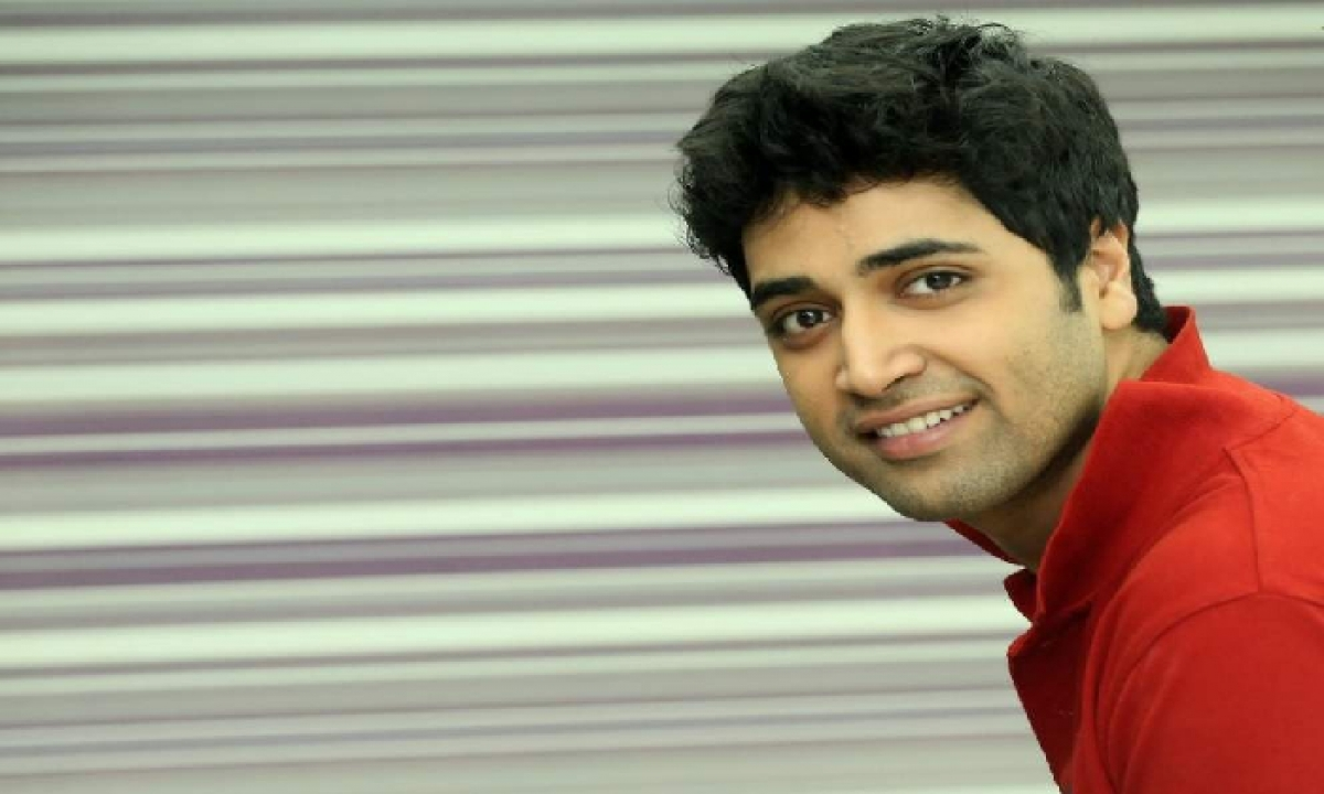 Adivi Sesh Saved 300 People By Providing 850 Lit Of Drinking Water-TeluguStop.com