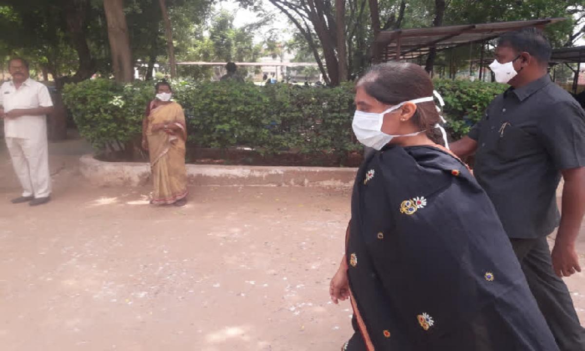 Dr YS Sunitha Approached The SP Office Seeking Police Protection-Latest News - Telugu-Telugu Tollywood Photo Image-TeluguStop.com