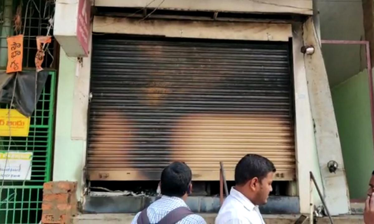 Extermination Of Robbers In Mahabubabad District Center-మహబూబాబాద్ జిల్లా కేంద్రంలో దోపిడీ దొంగలు బరితెగింపు..-Latest News - Telugu-Telugu Tollywood Photo Image-TeluguStop.com