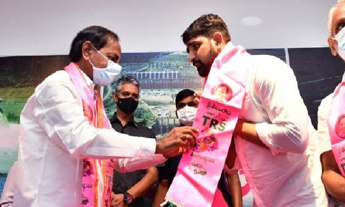 GHMC Officials Imposed A Hefty Fine On TRS Leader Kaushik Reddy-Latest News - Telugu-Telugu Tollywood Photo Image-TeluguStop.com