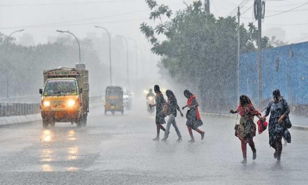 IMD Forecasts Rains And Thunderstorms For Next 4 Days In Telangana-Latest News English-Telugu Tollywood Photo Image-TeluguStop.com