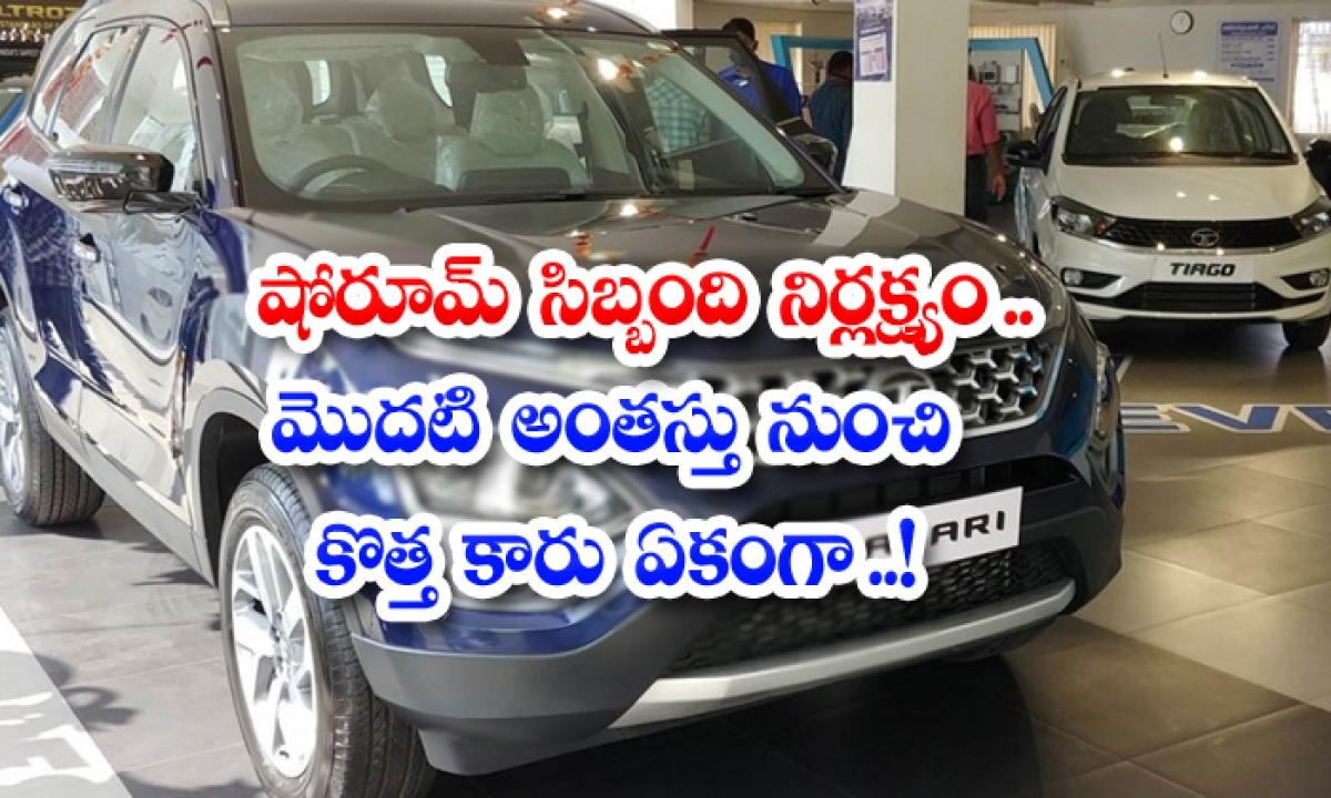 Showroom Staff Negligence New Car From The First Floor Together-షోరూమ్ సిబ్బంది నిర్లక్ష్యం.. మొదటి అంతస్తు నుంచి కొత్త కారు ఏకంగా…-General-Telugu-Telugu Tollywood Photo Image-TeluguStop.com