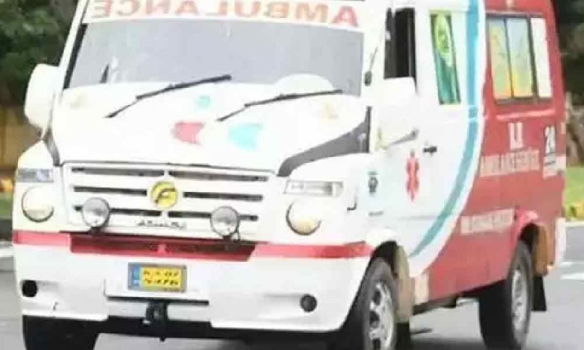 Tahsildar Turned Into An Ambulance Driver To Save Life Of A Corona Patient-Latest News English-Telugu Tollywood Photo Image-TeluguStop.com