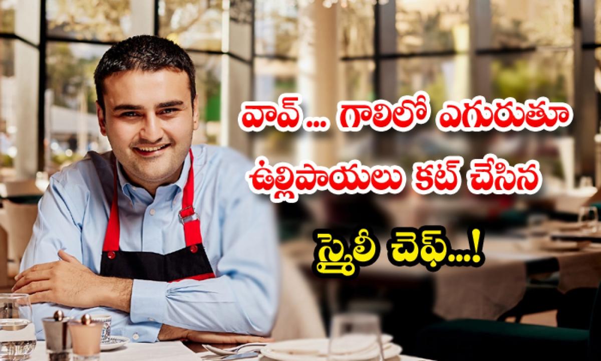 Turkeys Smiling Chef Cuts Onion Aboard A Flying Vehicle-వావ్.. గాలిలో ఎగురుతూ ఉల్లిపాయలు కట్ చేసిన స్మైలీ చెఫ్'..-General-Telugu-Telugu Tollywood Photo Image-TeluguStop.com
