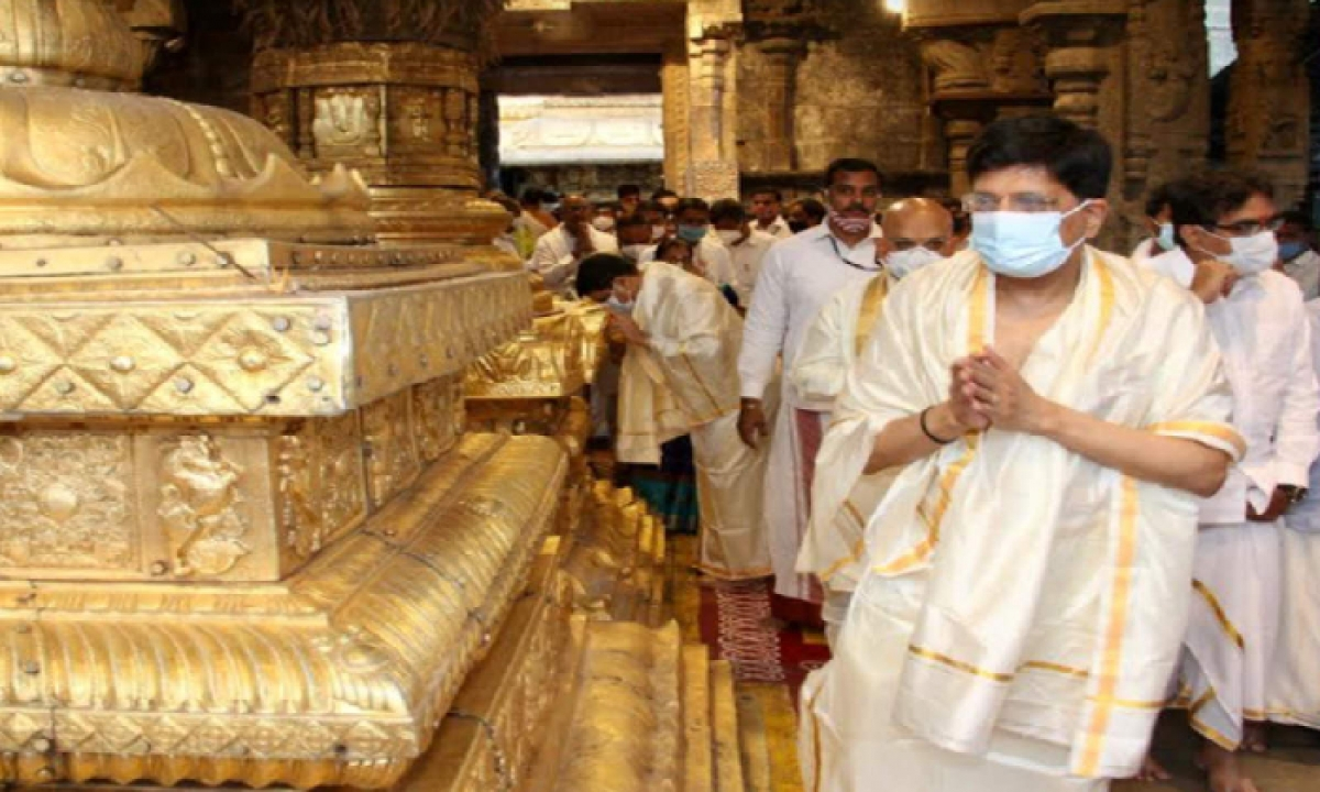 Union Railway Minister Piyush Goyal Visited Tirumala-Latest News - Telugu-Telugu Tollywood Photo Image-TeluguStop.com