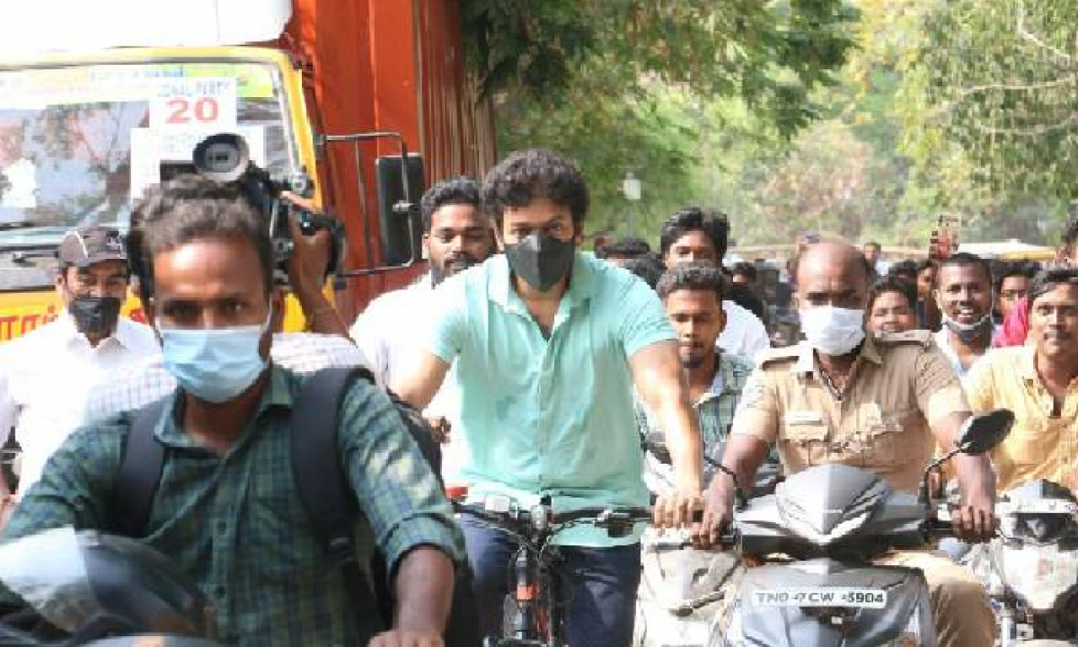 Vijay Thalapathy Arrived On Bicycle To Cast His Vote In Tn Assembly Polls !!-TeluguStop.com