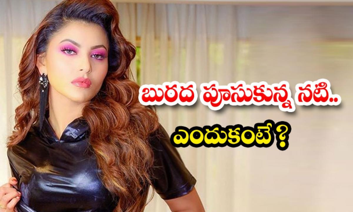 Actress Uravashi Rautela Mud Stained Phtos Viral-బురద పూసుకున్న నటి.. ఎందుకంటే-Latest News - Telugu-Telugu Tollywood Photo Image-TeluguStop.com