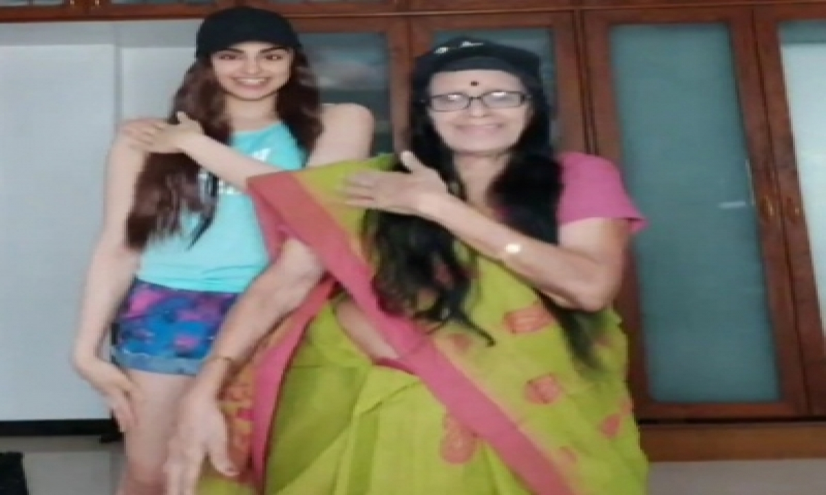 Adah Sharma: My Grandmother Is An Inspiration To Me-TeluguStop.com