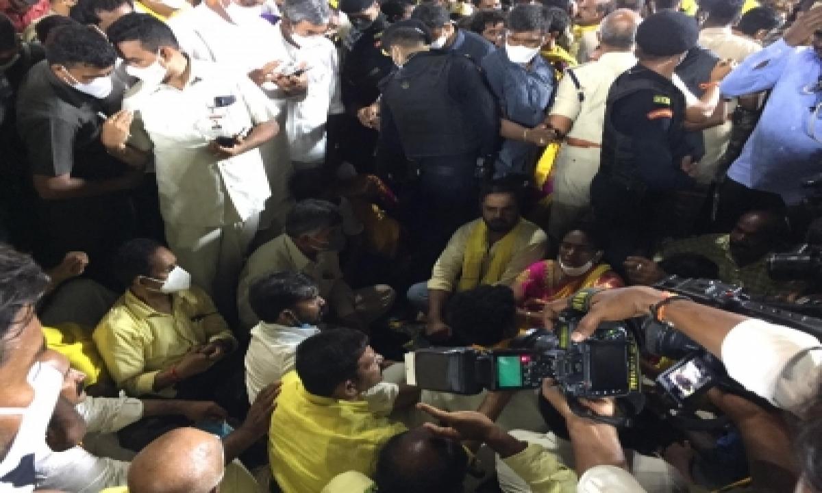 Alleging Stone Pelting, Naidu Calls Andhra Govt 'rowdy Kingdom'-TeluguStop.com