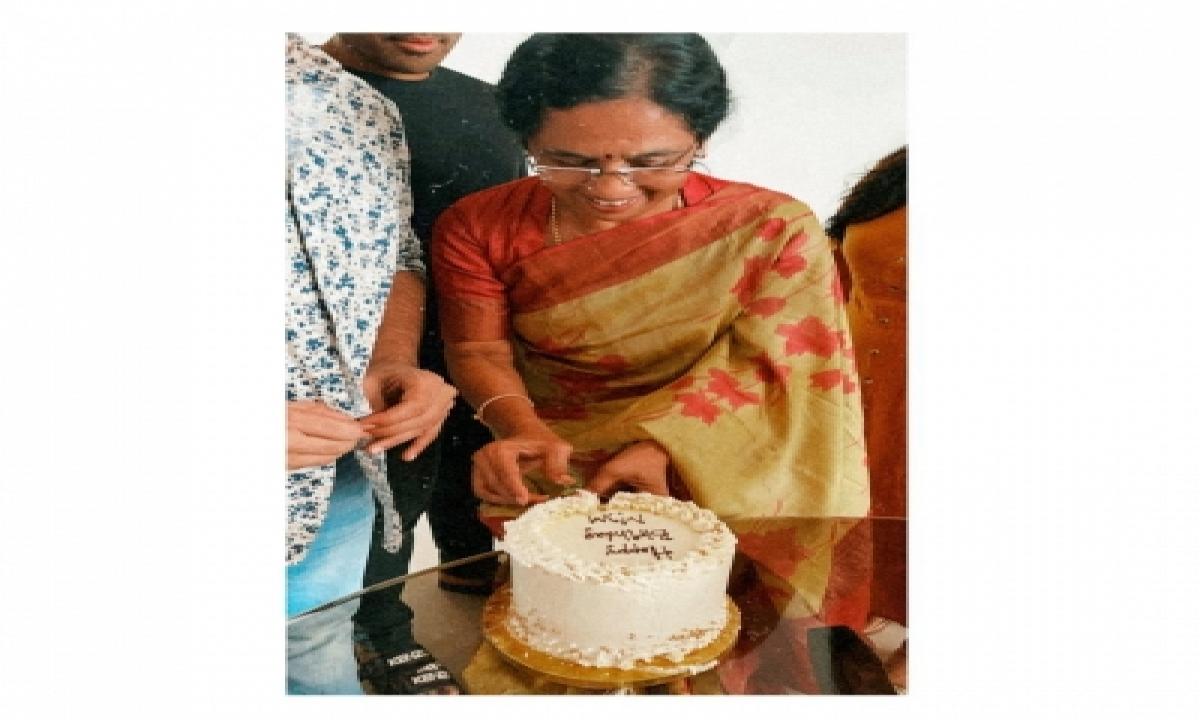 Allu Arjun Wishes Mother On Her Birthday-TeluguStop.com
