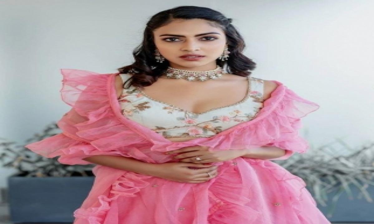 Amala Paul: If You Have Right Mindset, You Can Make It Big On Ott-TeluguStop.com