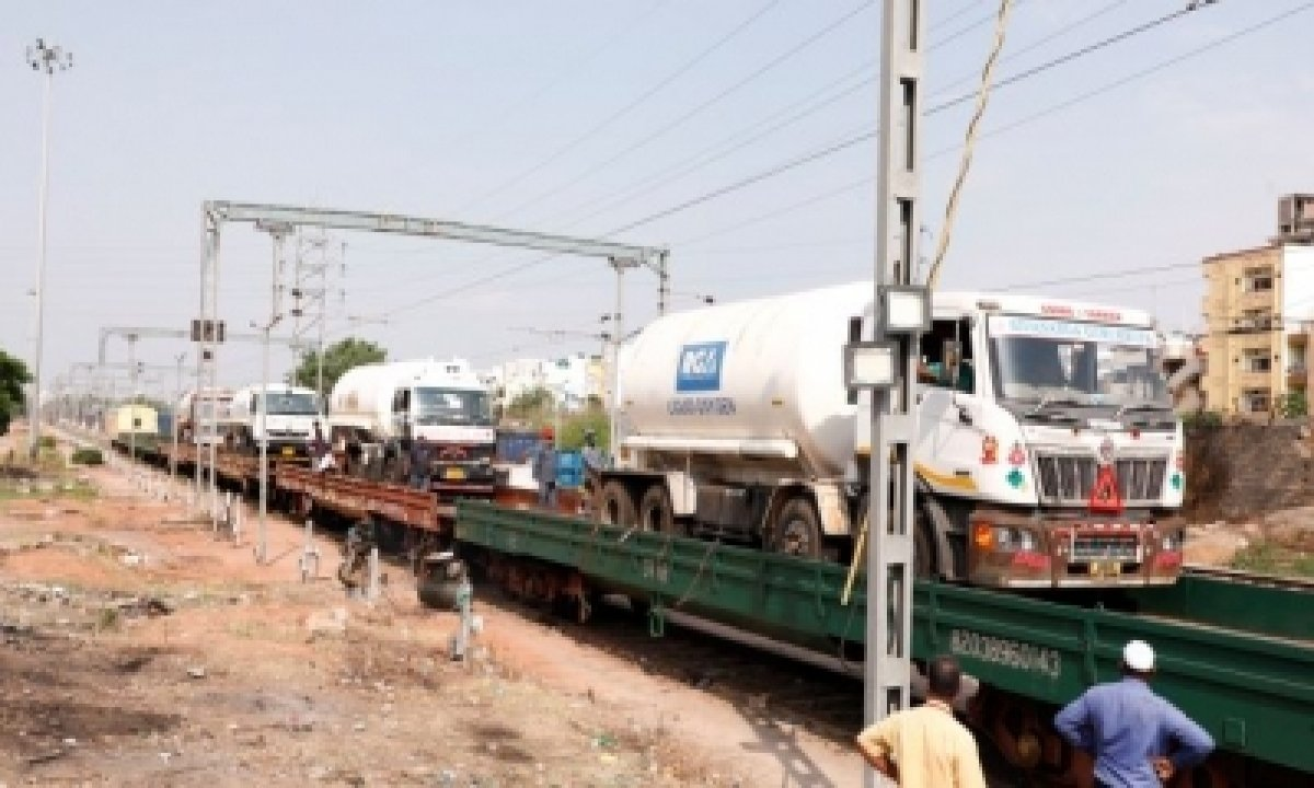 Amid Tauktae, Railways Loads 168 Mt Lmo From Guj For Delhi, Andhra-TeluguStop.com