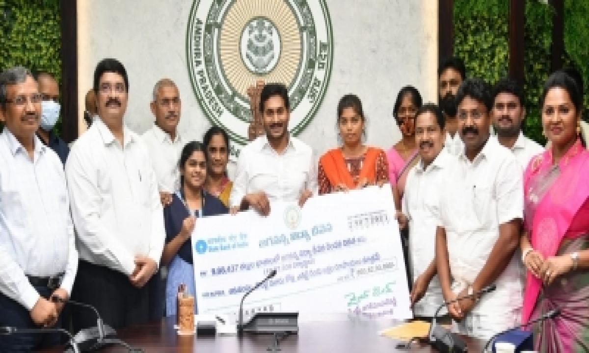 Andhra Disburses Rs 694 Cr To 11L Students Under Vidya Deevena Scheme-General-English-Telugu Tollywood Photo Image-TeluguStop.com