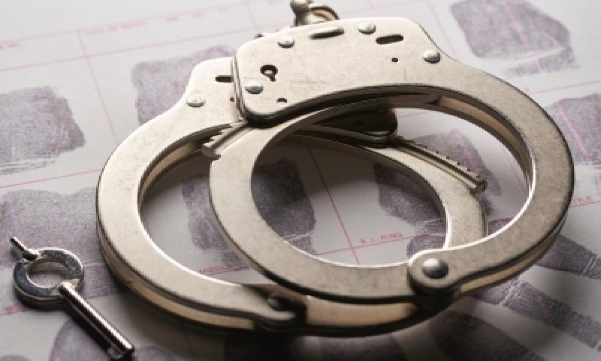 Andhra Police Arrest 11-member Gang, Seize 107 Stolen Two-wheelers-TeluguStop.com