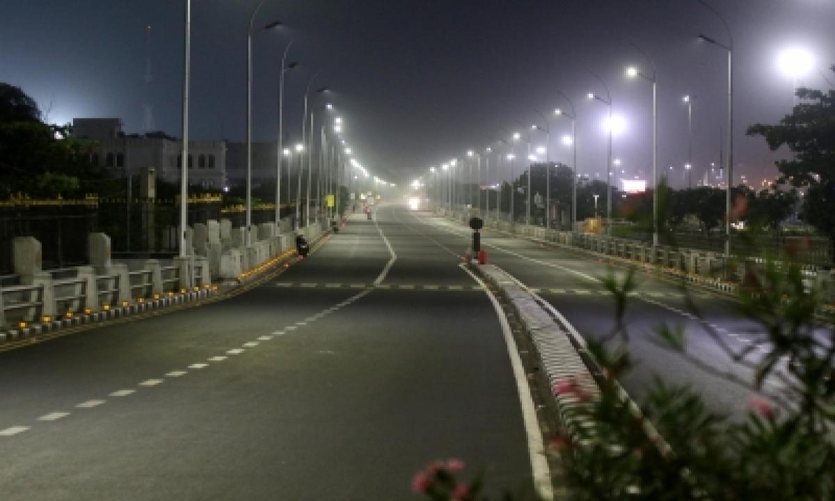 Andhra Streets Wear Deserted Look As Two-week Partial Curfew Begins-TeluguStop.com