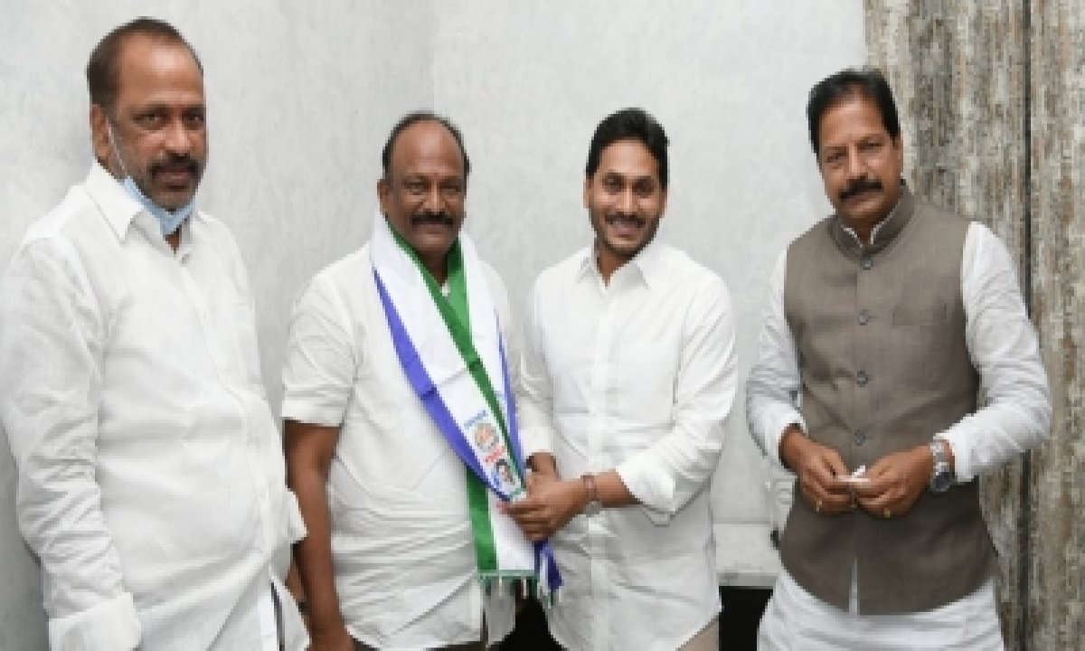 Another Tdp Leader Joins Ysrcp In Andhra-TeluguStop.com
