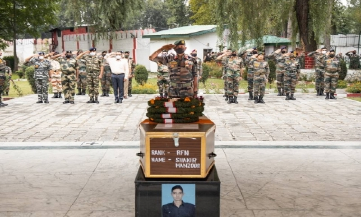 Army Pays Tributes To Braveheart In Kashmir-TeluguStop.com