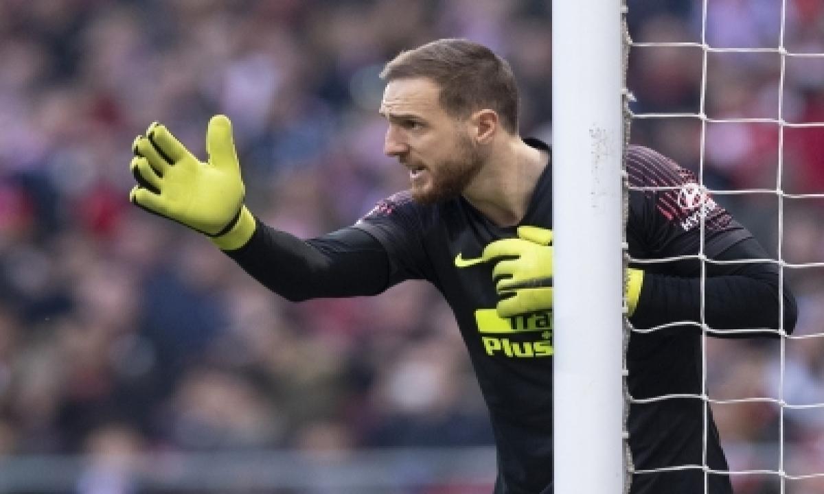 Atletico Lose To Sevilla, Leave La Liga Title Race Open-TeluguStop.com