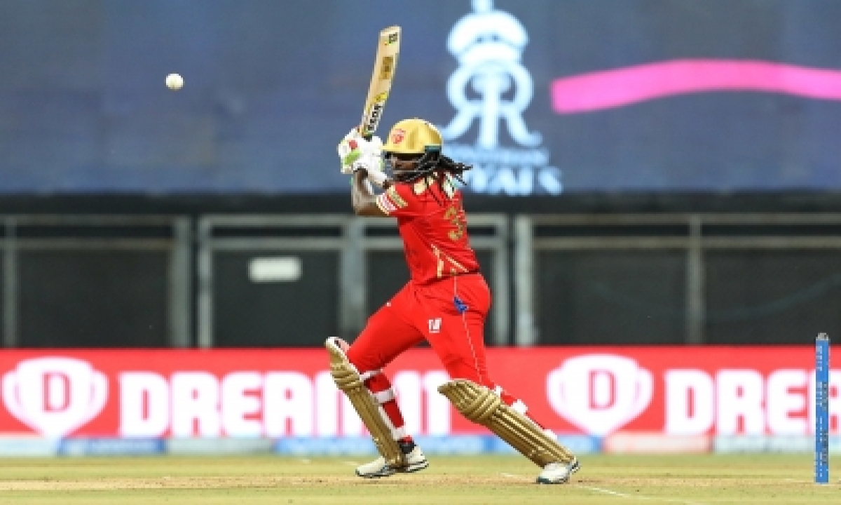 Big-hitting Gayle Becomes First To Hit 350 Sixes In Ipl-TeluguStop.com