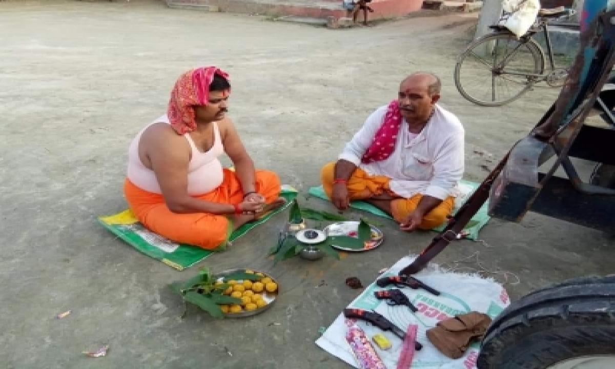 Bihar Man Arrested For worshipping' Weapons On Vishwakarma Puja-Crime News English-Telugu Tollywood Photo Image-TeluguStop.com