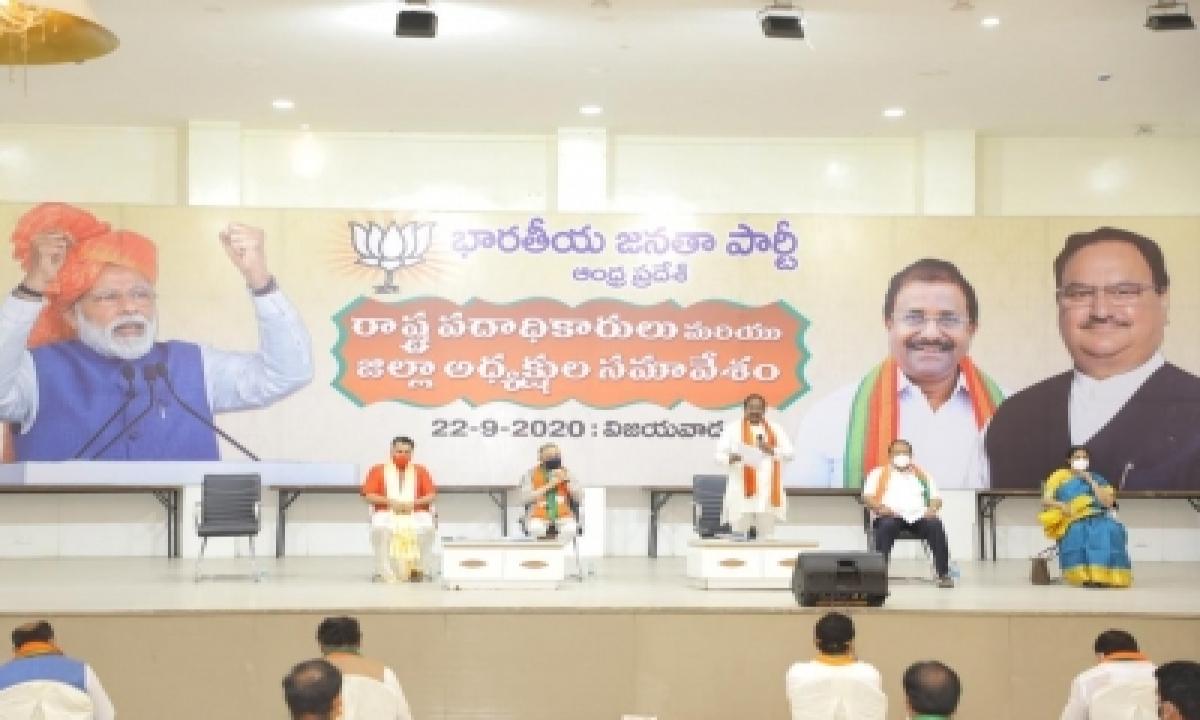 Bjp Leaders Slam Ttd Priest For Likening Jagan To Lord Vishnu-TeluguStop.com