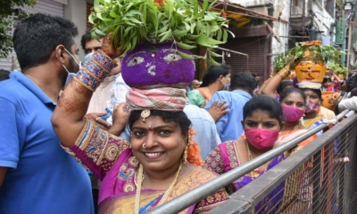 Bonalu Celebrated With Gaiety In Old Hyderabad-TeluguStop.com