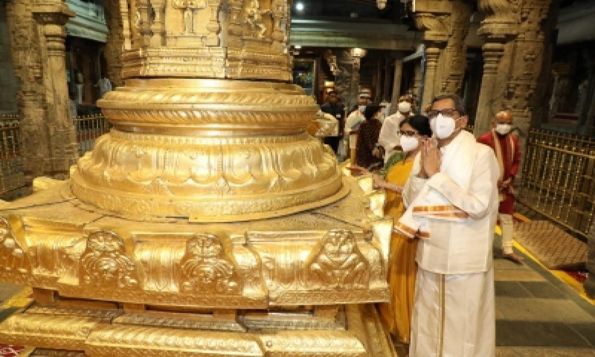 CJI NV Ramana Worships At Tirupati Temple-General-English-Telugu Tollywood Photo Image-TeluguStop.com