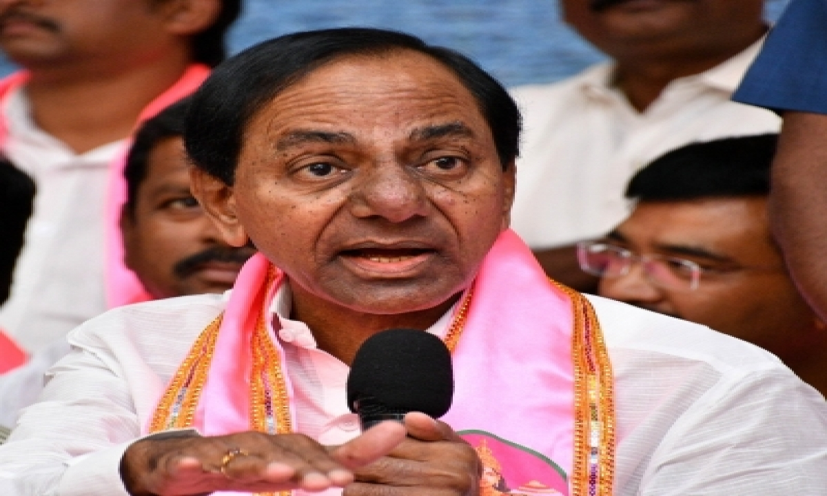 Collector Draws Ire For Touching Telangana Cm's Feet-TeluguStop.com
