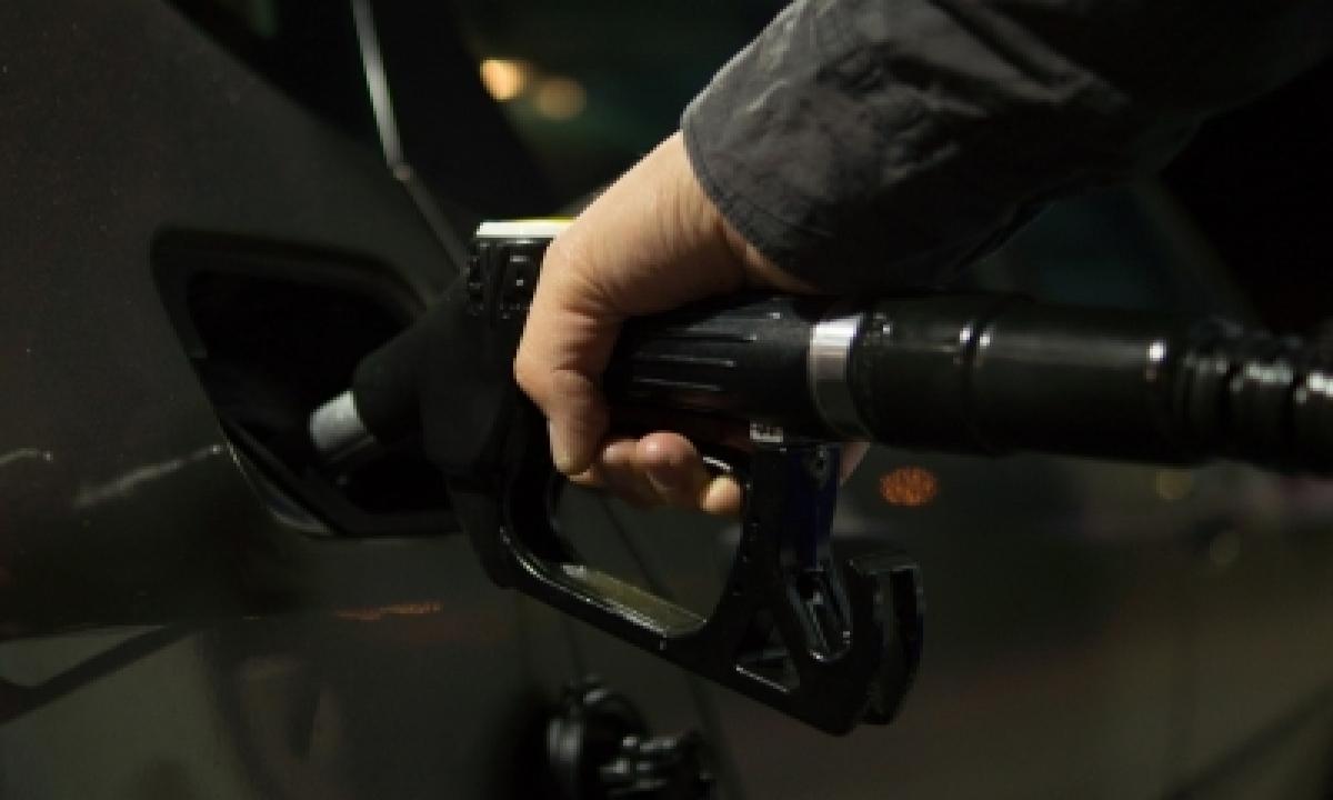 Covid Disruptions Push Down Fuel Demand In Decades-TeluguStop.com