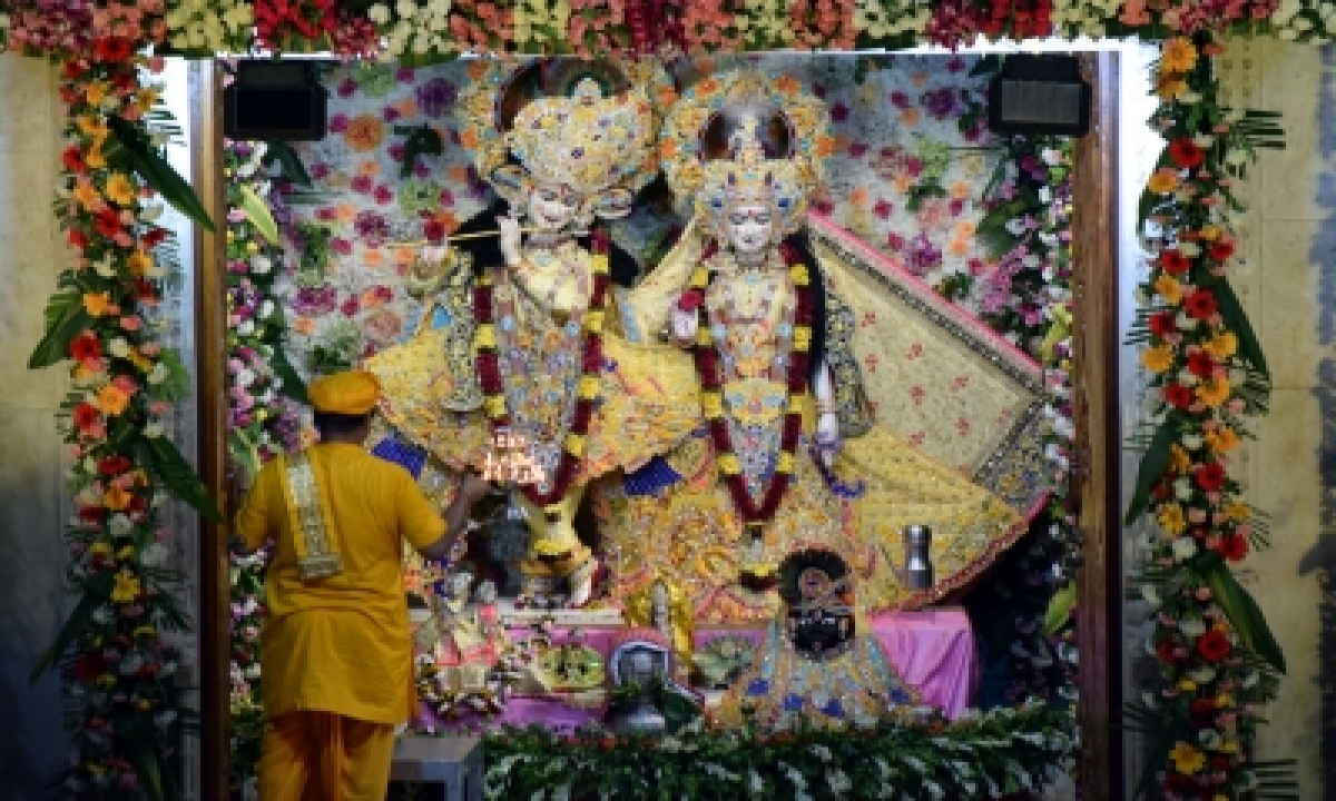 Deity Goes 'missing' From Mathura Temple-TeluguStop.com