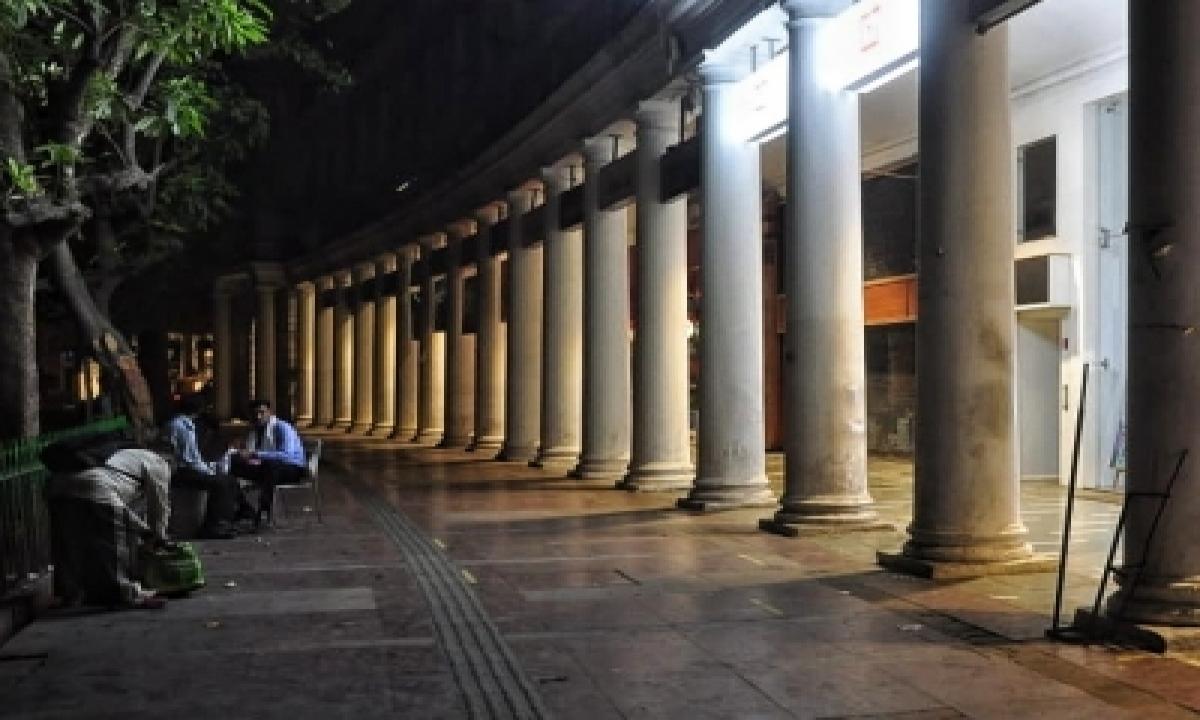 Delhi Night Curfew: Shops Being Closed At 8 P.m., Employees Fear Job Loss-TeluguStop.com