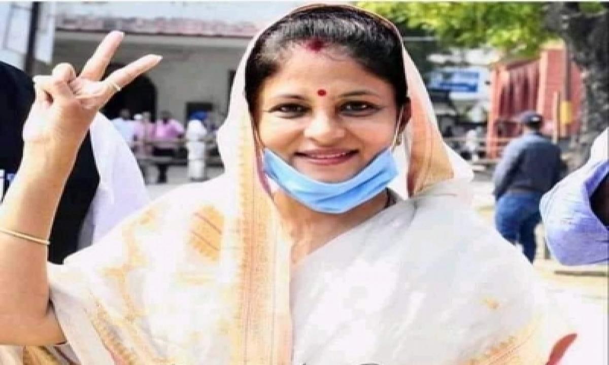 Dhananjay Singh's Wife Elected To Zila Panchayat-TeluguStop.com