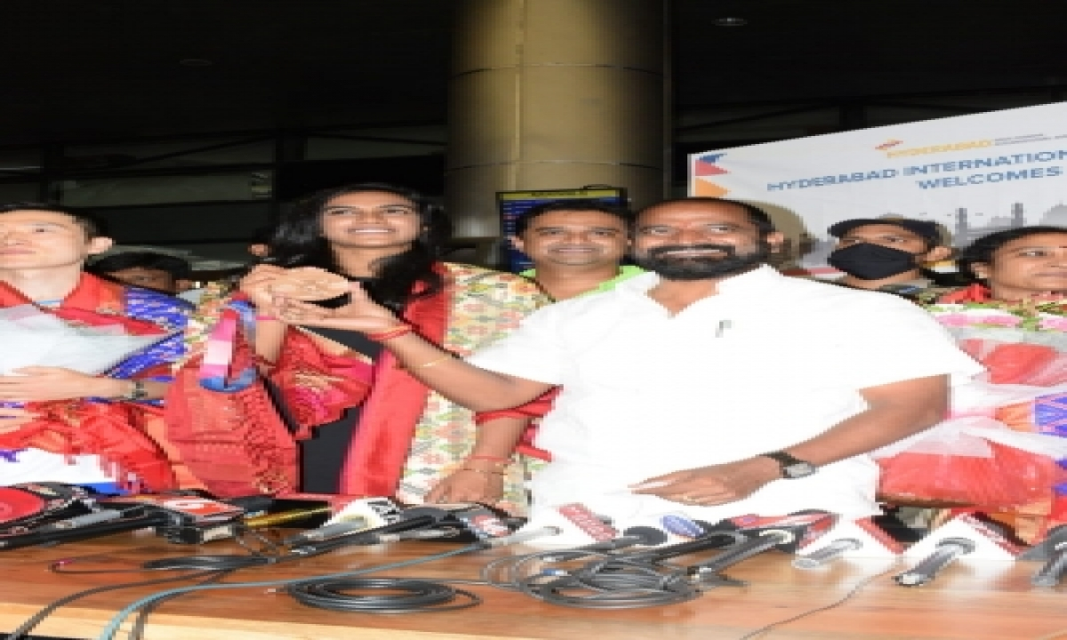 Double Olympic Medalist Sindhu Arrives In Hyd To Rousing Welcome-General-English-Telugu Tollywood Photo Image-TeluguStop.com