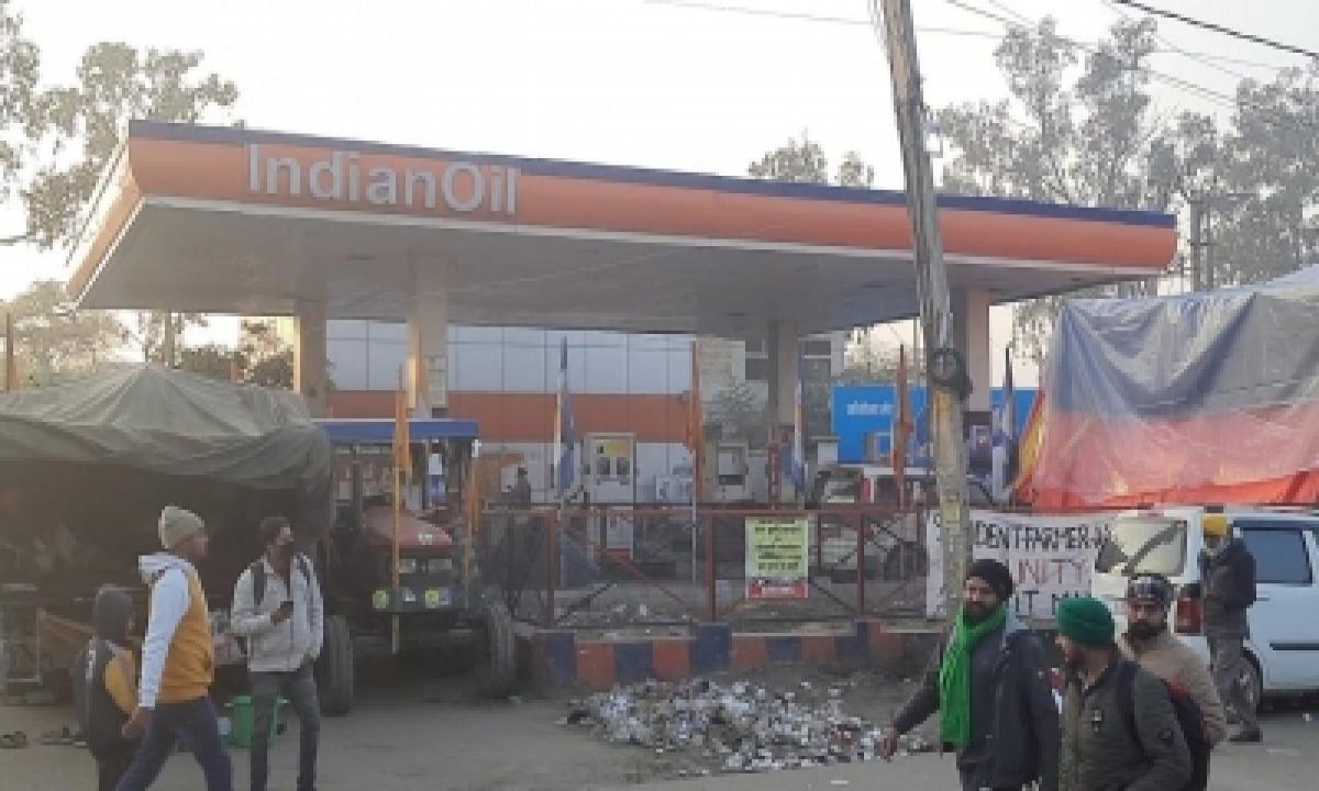 Farmers' Stir: Fuel Pump Stations Suffer Losses At Singhu Border-TeluguStop.com