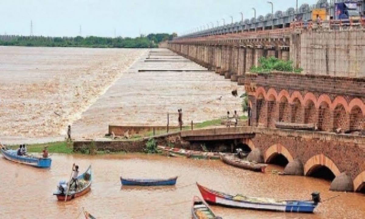 First Flood Alert Withdrawn For Godavari River At Dowleswaram-TeluguStop.com