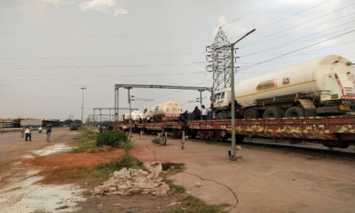 First Oxygen Express Reaches Hyderabad From Odisha-TeluguStop.com
