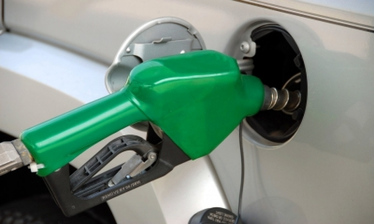 Fuel Price Hiked Again, Petrol Nearing Century Mark Across The Country-TeluguStop.com