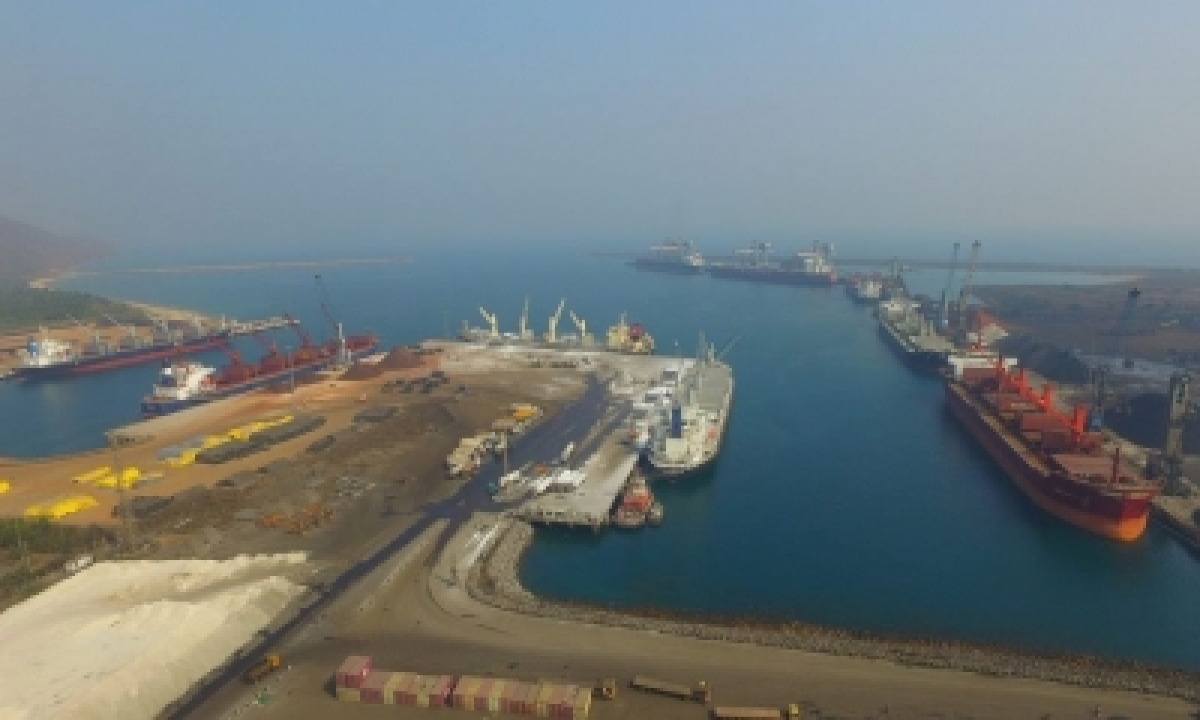 Gangavaram Port Discharges Record Bauxite Quantity In 24 Hrs-TeluguStop.com