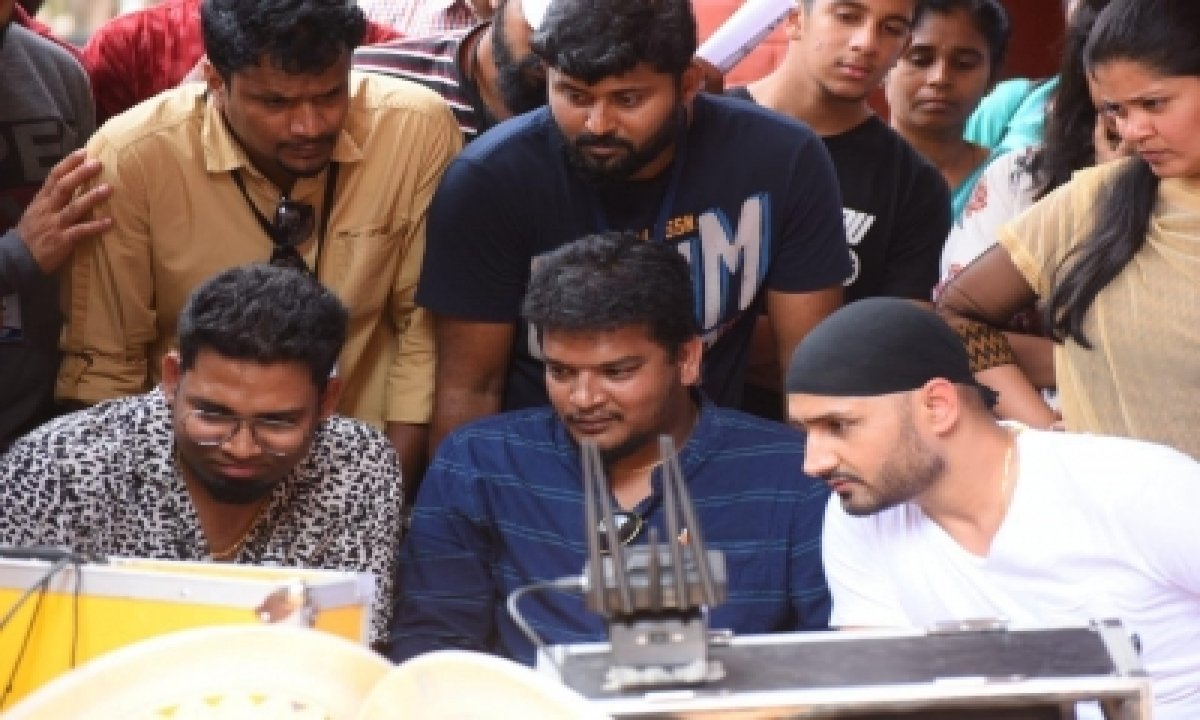 Giving A New Spin: Ex-cricketer Harbhajan Singh Wraps Shooting Of Debut Film Friendship'-Bollywood News-Telugu Tollywood Photo Image-TeluguStop.com