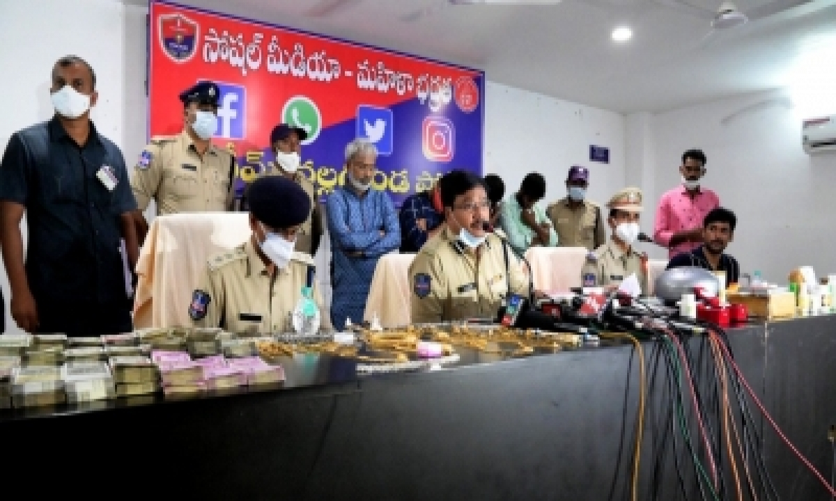 Godman' Held In Telangana For Cheating, Sexual Exploitation-Crime News English-Telugu Tollywood Photo Image-TeluguStop.com