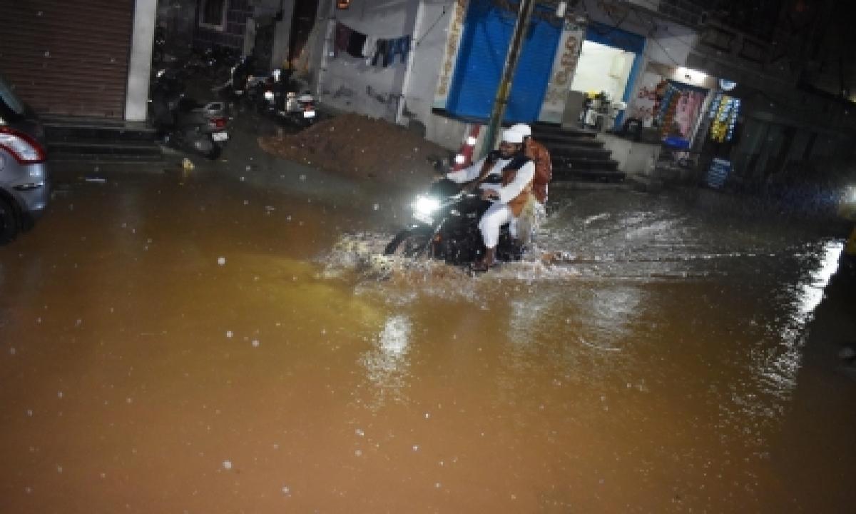 Heavy Rains Inundate Hyderabad Localities, Suburbs-Environment/Wildlife News-Telugu Tollywood Photo Image-TeluguStop.com