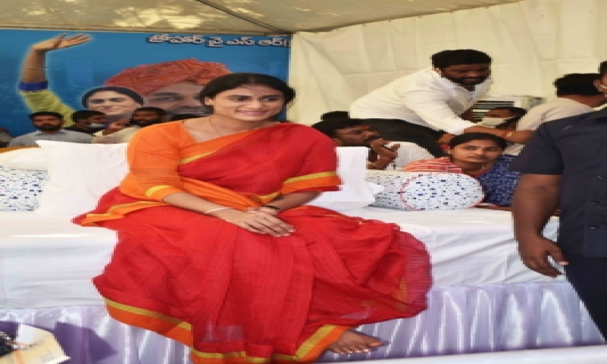 Hyderabad Police Ends Sharmila's Fast (lead)-TeluguStop.com