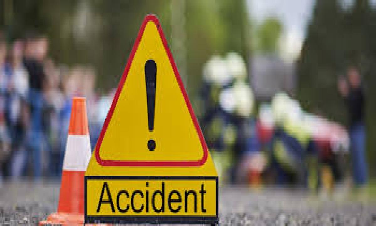 Two Killed In Vehicle Bike Collision-బైక్ ను ఢీకొట్టిన వాహనం..ఇద్దరు వ్యక్తులు మృతి-Latest News - Telugu-Telugu Tollywood Photo Image-TeluguStop.com