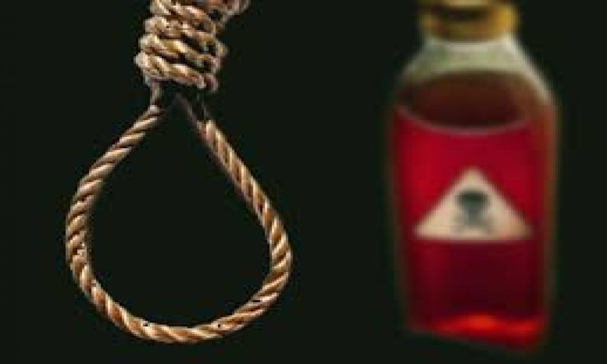 Srikakulam Young Man Suicide-TeluguStop.com