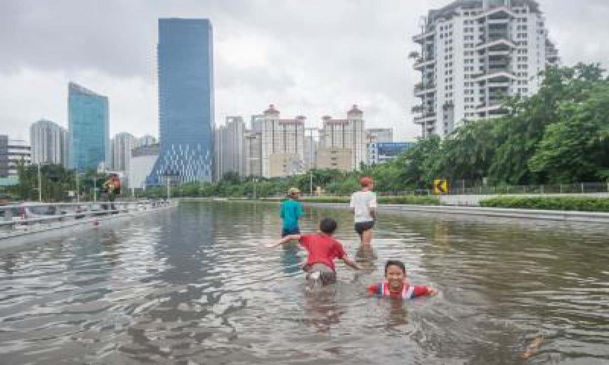 Indonesia Floods: Death Toll Climbs To 117-TeluguStop.com
