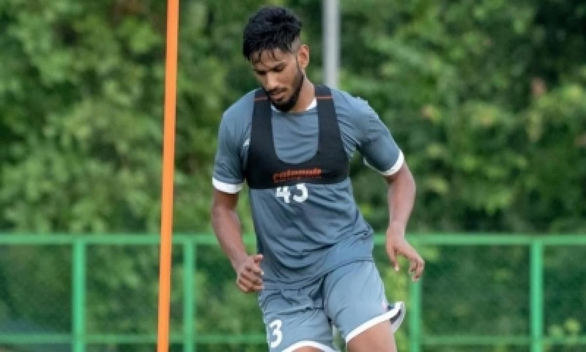 Isl Side Hyderabad Fc Sign Young Striker Aaren D'silva-TeluguStop.com
